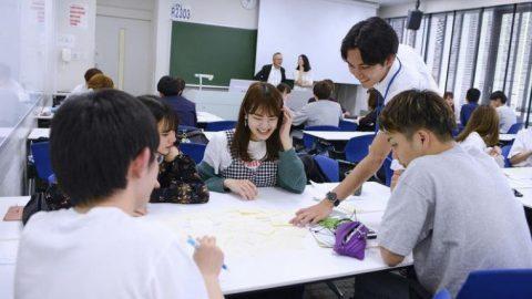 産業能率大学が1年生入学後、初めてのキャンパス登校 ~教室・オンライン同時のハイブリッド型授業を実施