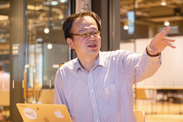 AIラボの所長を務める工学部情報工学科の中沢実教授