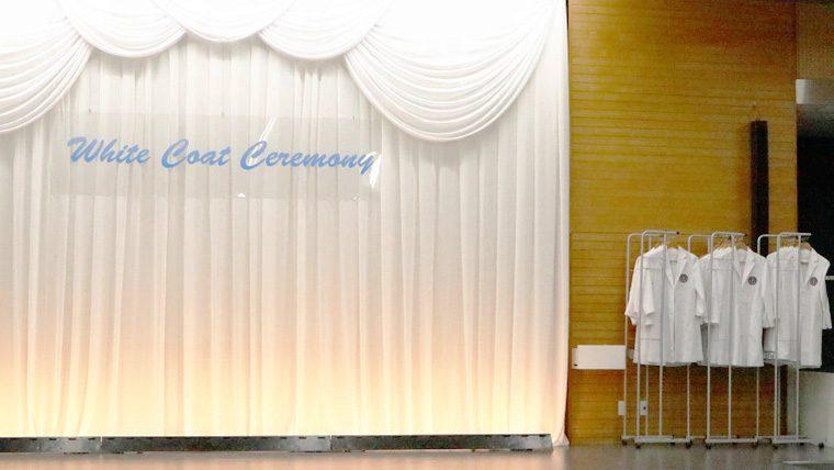 明海大学保健医療学部口腔保健学科が「ホワイトコートセレモニー」を開催