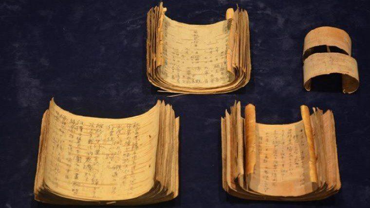 中央大学が舞鶴引揚記念館から資料提供を受け、10月10日まで「特別展示会 ―ユネスコ世界記憶遺産 登録資料」を開催