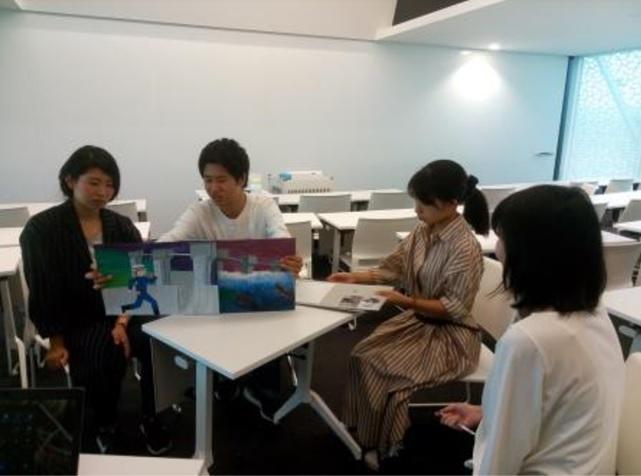 追手門学院大学の学生が10月19日に茨木市との地域連携イベント「5地創マルシェ」で自作の防災紙芝居を披露